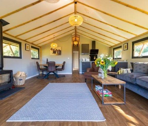 luxury glamping lodges UK